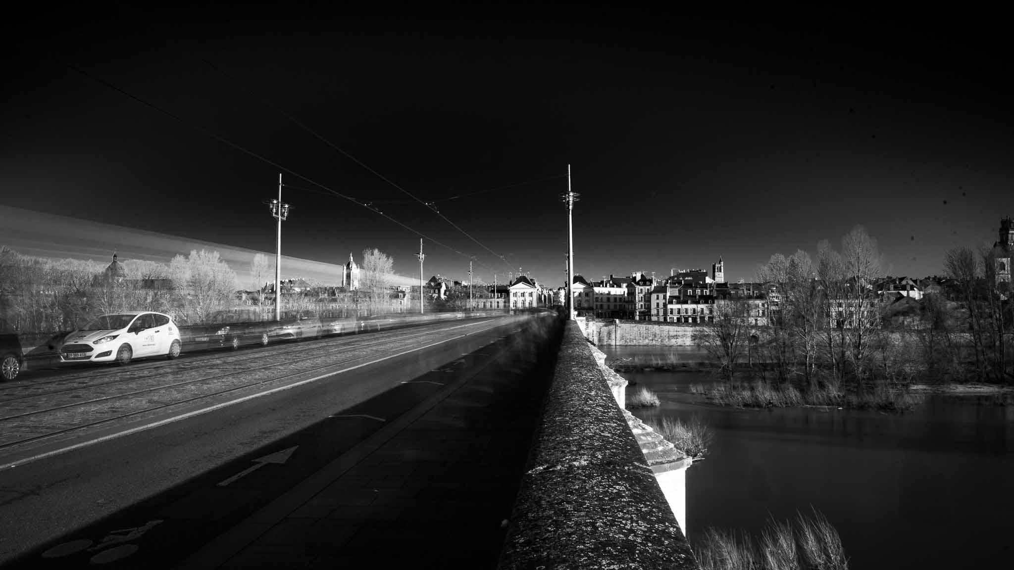 le pont royal avec le tram qui passe